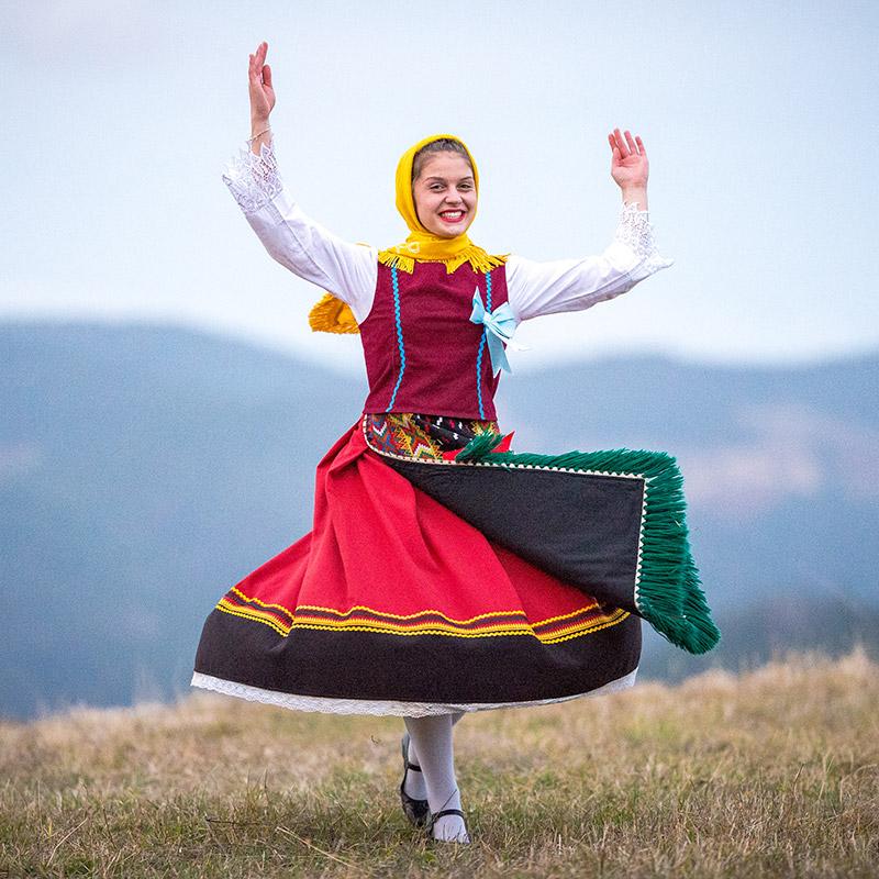 Народни танци